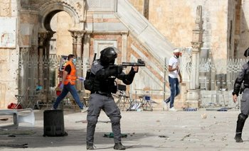Fuertes enfrentamientos tuvieron lugar fuera de la mezquita Al Aqsa en la Ciudad Vieja de Jerusalén.