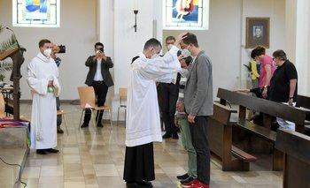 Sacerdotes alemanes bendijeron a parejas homosexuales