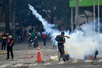 Los estallidos sociales en Colombia, que suman más de 15 días, profundizaron la crisis