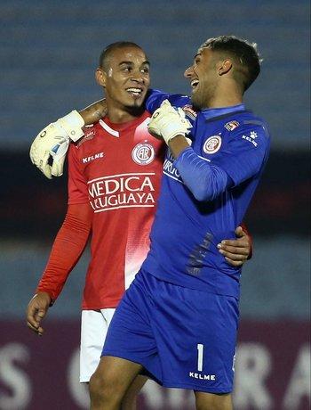 González y Rossi felices sobre el final