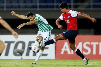 Andrés Andrade intenta, Laborda lo bloquea