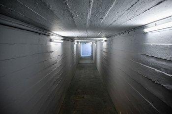 Túnel desde el vestuario visitante hacia la cancha