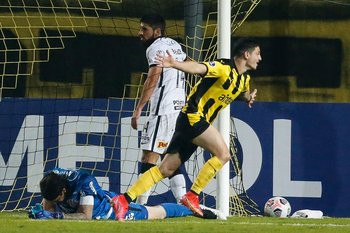 Álvarez Martínez celebra su segundo gol