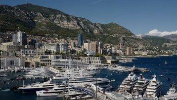 """Unos superyates anclados en Mónaco, uno de los """"puertos clásicos del glamour""""."""
