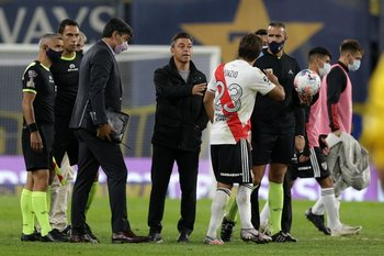 Leonardo Ponzio festeja y Marcelo Gallardo lo tranquiliza