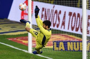 Agustín Rossi atajó dos penales