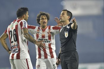 Santiago Motta reprende a Robert Herrera