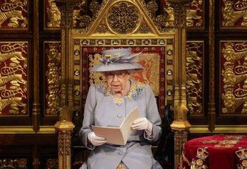 La reina Isabel espera su nieto número doce