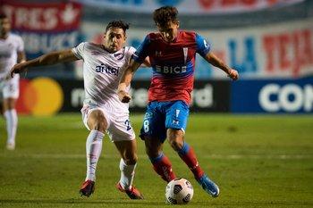 Armando Méndez apura a Saavedra