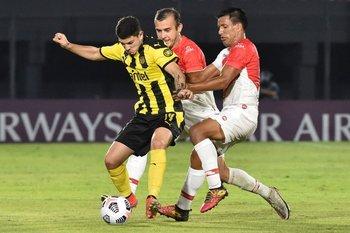 Álvarez Martínez fue bien controlado en el primer tiempo