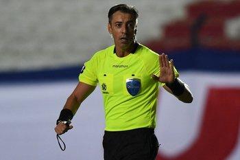 Raphael Claus manejó el partido con categoría