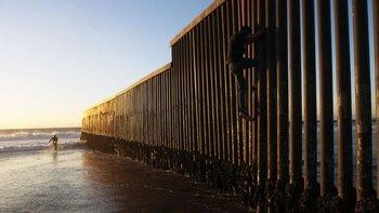 El obstáculo es mayor: el muro fronterizo de EEUU es ahora más alto y tiene más vigilancia