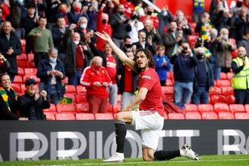 Así celebró su primer gol con público en Old Trafford, Edinson Cavani