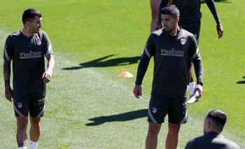El argentino Correa y Suárez durante el entrenamiento de este miércoles