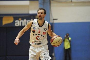 Claudio Bascou, 4 puntos en 16 minutos