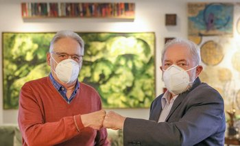 A la izq. el expresidente centrista Cardoso y a la dcha, el expresidente izquierdista Lula