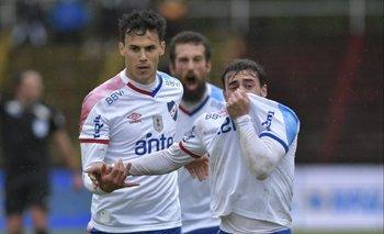 Alfonso Trezza convirtió el tercero para Nacional, su primer gol en el medio local para el bolso