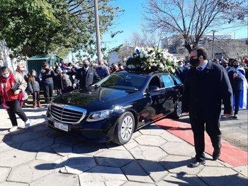 Llegada del cortejo fúnebre al Cementerio Central de Paysandú