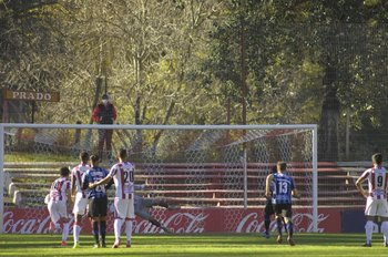 Uno de los goles del Colo Ramírez, doblete penal