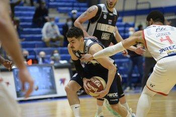 Erick Flor anotó 14 puntos