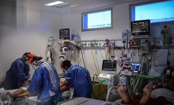 Los CTI llegaron a un máximo de 587 pacientes con covid internados, de acuerdo al gremio de intensivistas