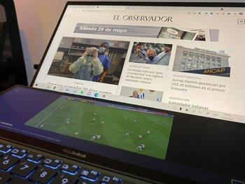 La nueva Zenbook Duo 14 UX 435 tiene una doble pantalla táctil.