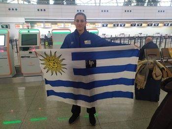 Gabriela Bouvier con la bandera uruguaya