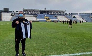 Pablo Bengoechea en Matute, con la camiseta de Alianza Lima