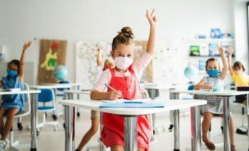 La distancia social y el uso de mascarillas ha dejado a los niños menos expuestos a conversaciones e interacciones