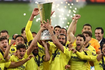 Villarreal celebra el título de la Europa League conseguido ante Manchester United