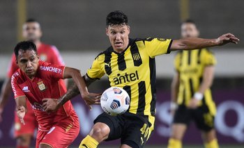 Damián Musto fue titular en Peñarol ante Sport Huancayo