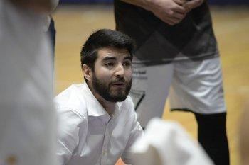Diego Cal, el entrenador del equipo sensación del torneo