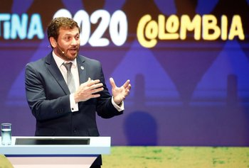 Fotografía de archivo del presidente de la Conmebol Alejandro Domínguez hablando durante el sorteo de la Copa América Argentina-Colombia