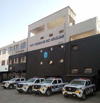 Fachada renovada de la sede del Grupo de Reserva Táctica de la Jefatura de Montevideo