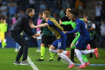 El festejo de Tuchel y los jugadores al final del partido