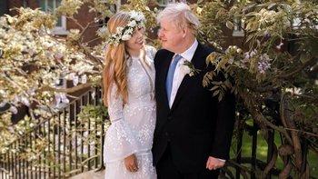 Boris Johnson y Carrie Symonds en el jardín del número 10 de Downing Street después de su boda