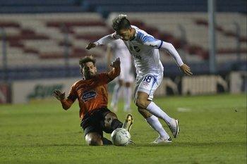 Fernández marcado por Bruno Giménez