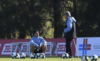 En una pausa, Tabárez habló con Suárez
