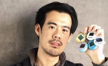 Josiah Chua tiene una colección de tamagochis y espera ansioso el lanzamiento de la nueva versión.
