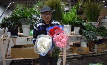 Heber Da Silva tiene 69 años y se dedica a los follajes y a comprar y vender flores.