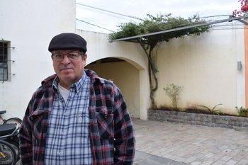 Roberto Navarro, productor de la Barra del Tala o La Cadena, en Canelones.