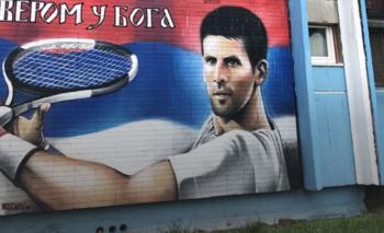 Novak Djokovic vivió parte de su infancia en Banjica, un área residencial a unos 7 km al sur del centro de Belgrado. Allí sufrió los bombardeos de 1999.