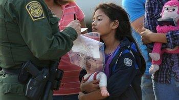 Más de 900 menores de edad que cruzaron solos a EE.UU. fueron expulsados en marzo y abril (foto de archivo)
