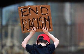 La muerte de George Floyd generó protestas contra el racismo en varias ciudades del mundo