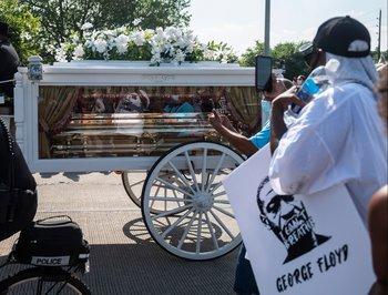 El ataúd de George Floyd fue transportado por un carruaje