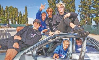 Los residentes de Sway House, de izquierda a derecha: Griffin Johnson, Bryce Hall, Josh Richards, Quinton Griggs, Jaden Hossler y Anthony Reeves en Los Ángeles el 15 de mayo de 2020.