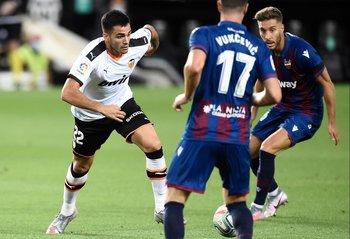 Méxi Gómez titular en Valencia