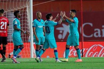 Pase de Suárez, gol de Messi y festejo