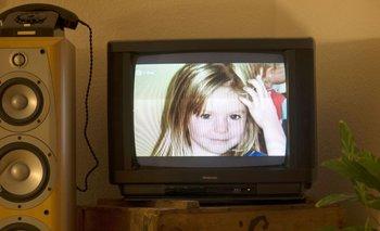 La niña Madeleine McCann durante una transmisión televisiva en un apartamento de Berlín