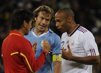Diego Lugano durante un partido contra Francia.